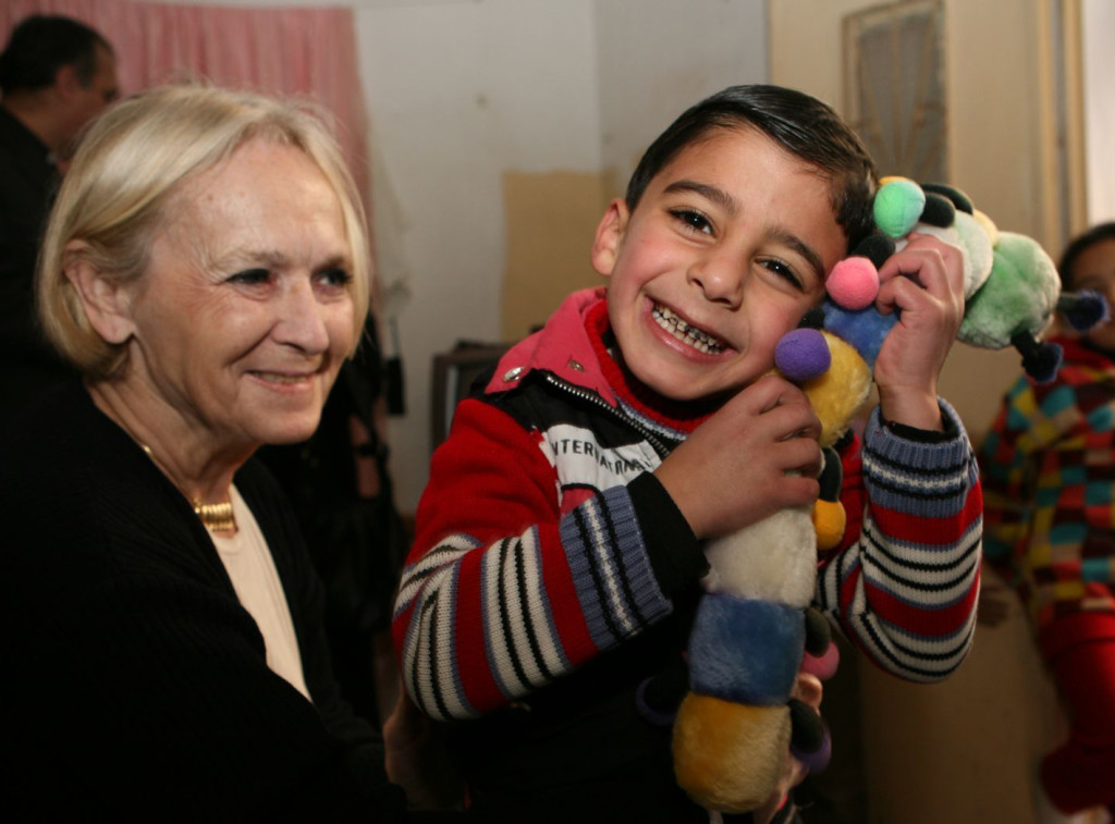 image of Bela Gran Jensen and an Afghan child.